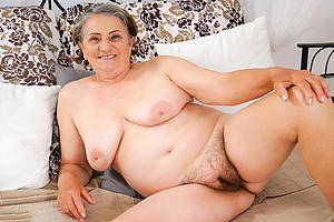 hot nude grannies posing