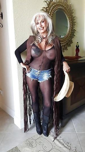 amazing bonny granny pussy nude foto