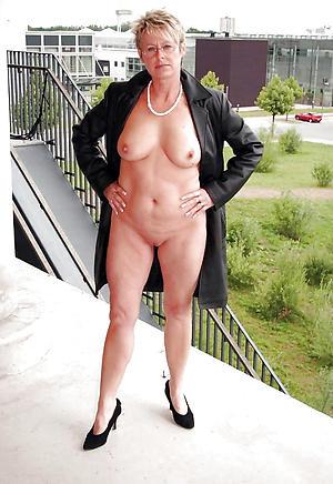 unerring older women in heels nude pics