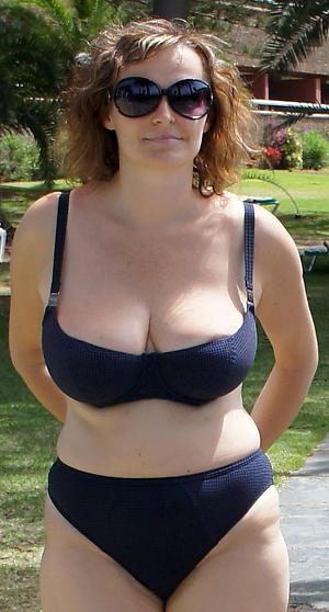 old mature women bikini pics