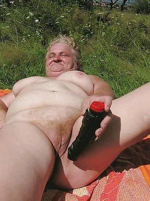 older woman masturbates homemade pics