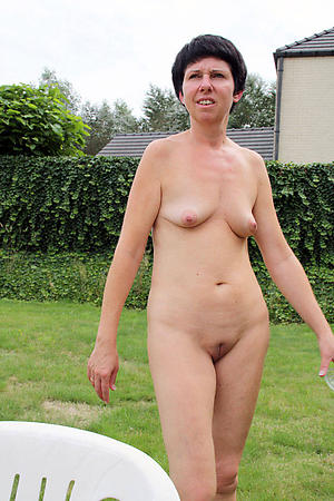 nice mature older nude column pics