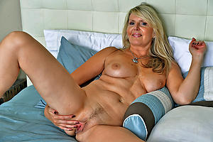 older woman nude dealings pics