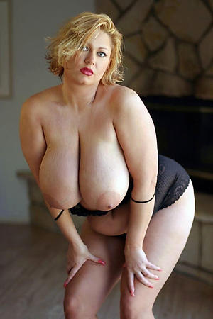 nude older blonde pussy