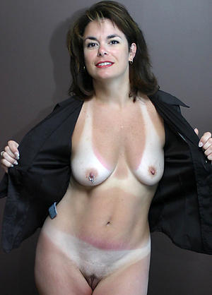 old brunette pussy posing nude