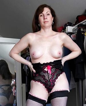 porn pics of experienced brunette milf