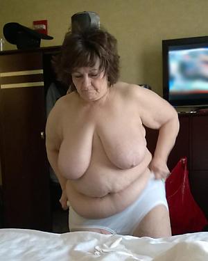 chubby granny pussy posing nude