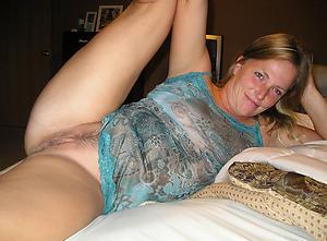granny amateurs posing nude