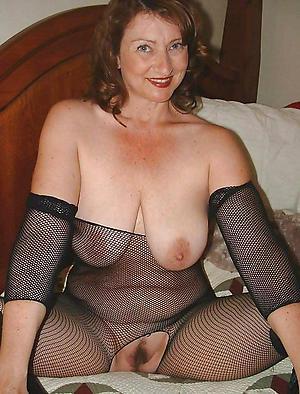 redhead granny posing nude