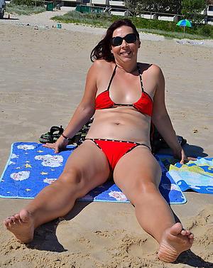 hot sexy women in bikinis free pics