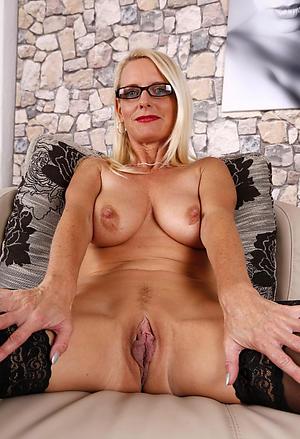 nice grey lady with long nipples pics