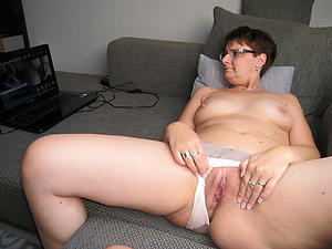 women shaving their pussy posing nude