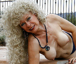 older beauteous pussy at a distance pics