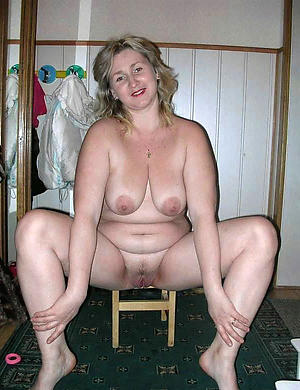 chubby old pussy amateur pics