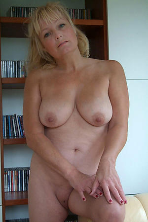 hot cougar mature granny stripping