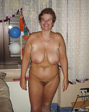 xxx old lady solo nude pics