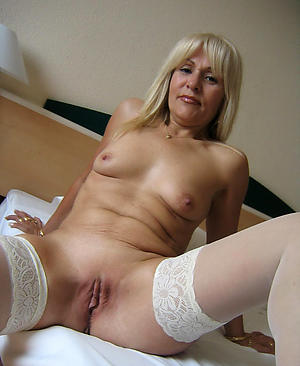 nude pics of older shaved pussy
