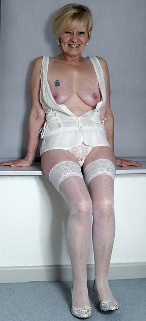 elegant older women pussy pic