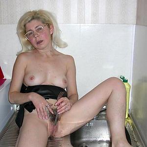 granny masterbating old pussy pic