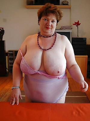 nasty big boobs grannies bare-ass pics