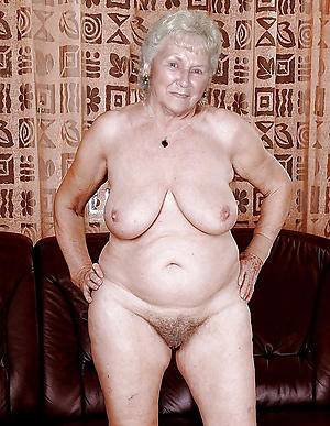 bbw mature grannies love posing nude