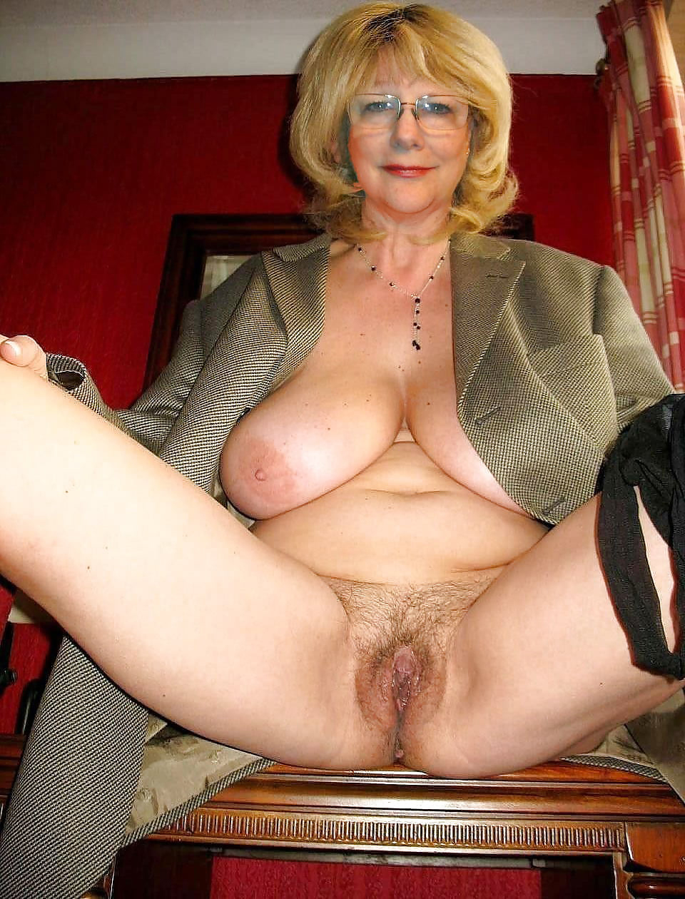 Horny mature vulva pics