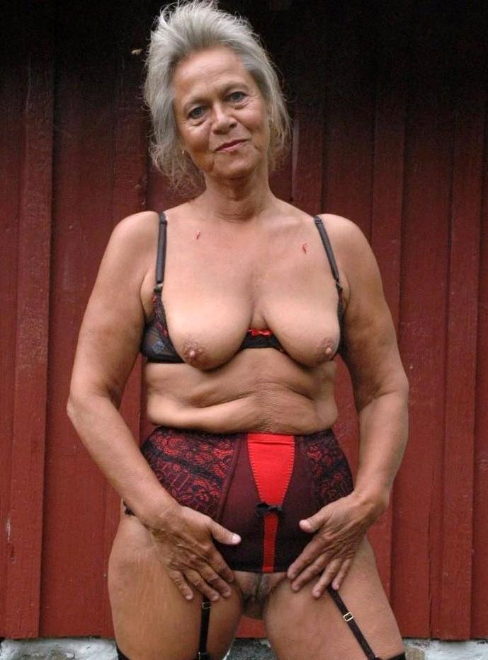 Older naked ladies free pics