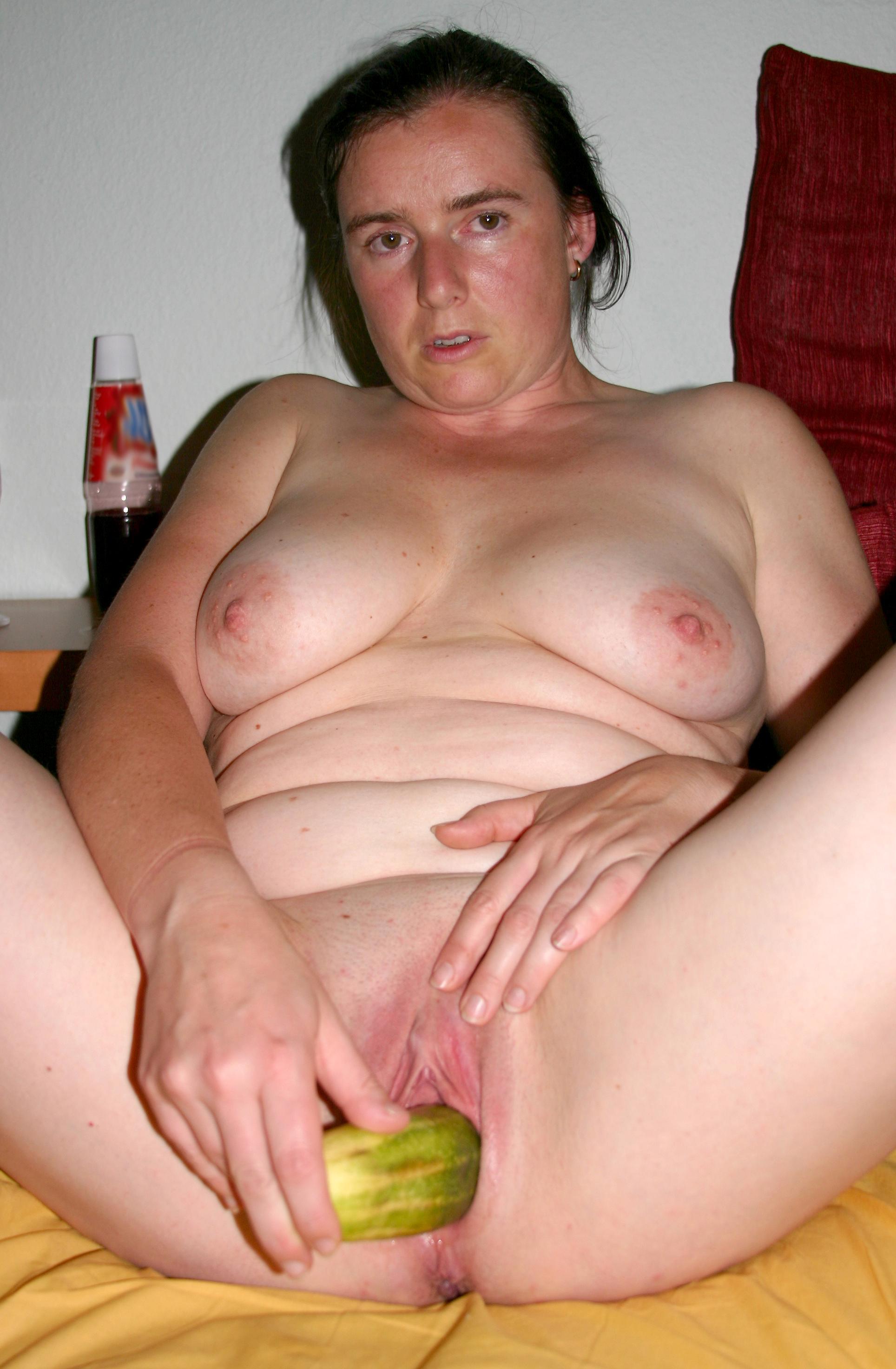 Old pussy masturbating amateur pics