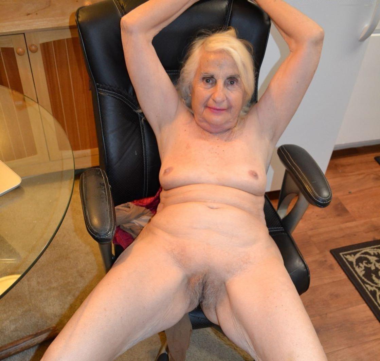 Mature nude girlfriends posing