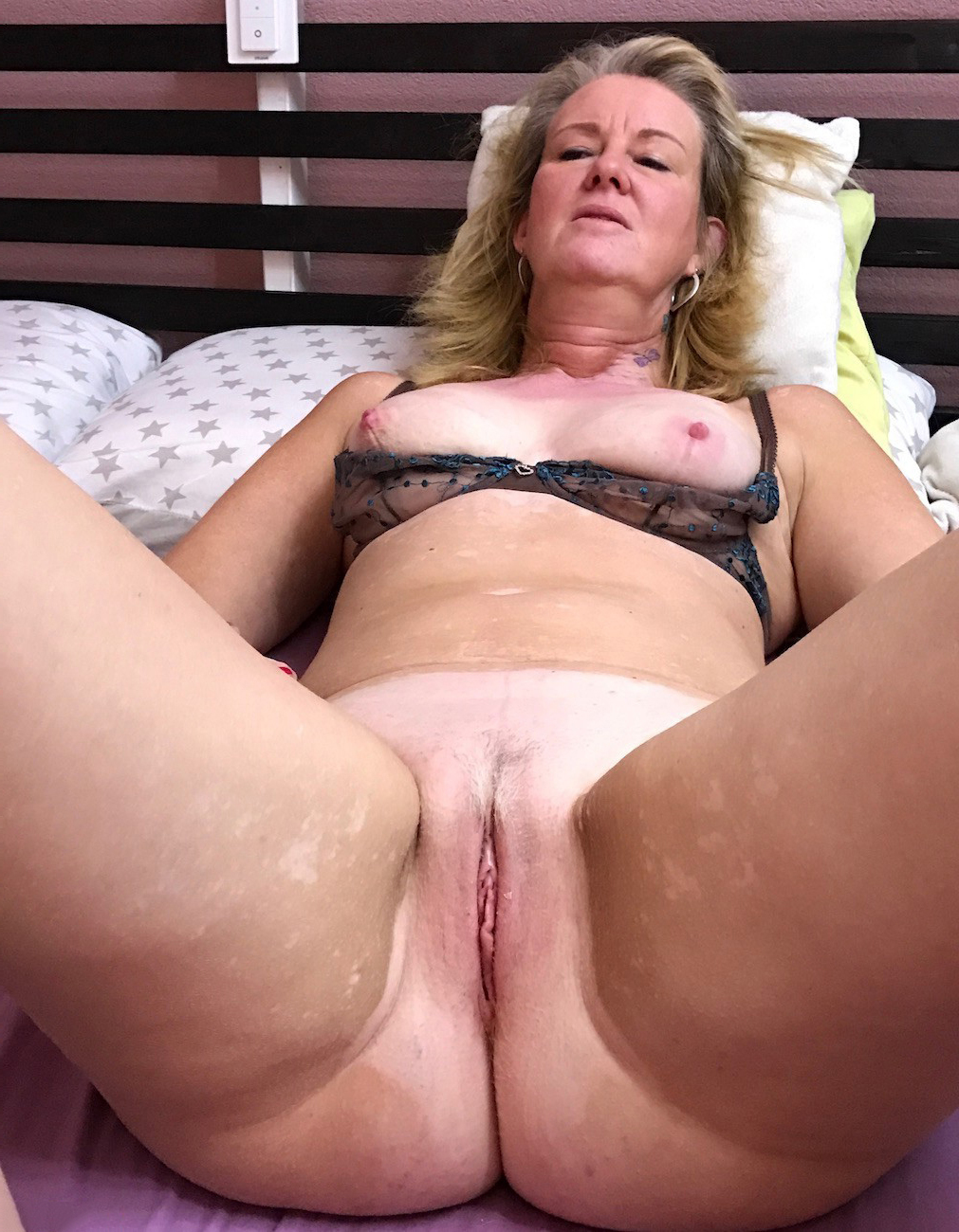 Busty horny unskilful girlfriend